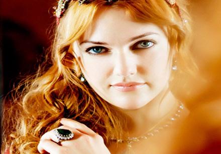 عکس مریم اوزرلی در نمایی از نقش خرم سلطان