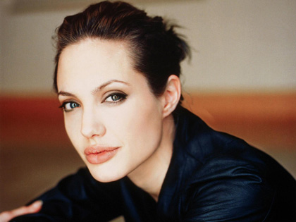 Angelina Jolies new haircut changes her look in a subtle