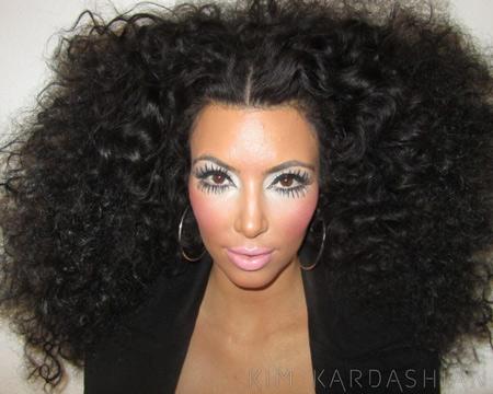 عکس کیم کارداشیان با موهای فرفری