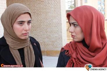 آناهیتا افشار و بافنده در فیلم تلویزیونی دختران معجزه به کارگردانی شبنم عرفی نژاد